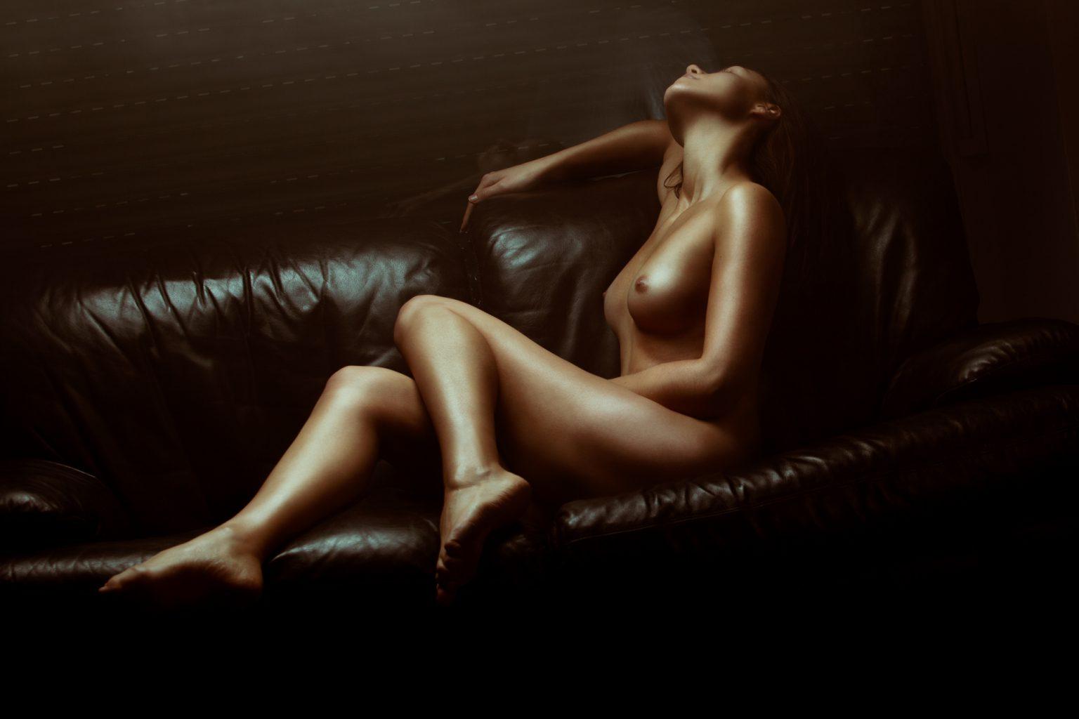 Art nackt erotik Curvy Erotic