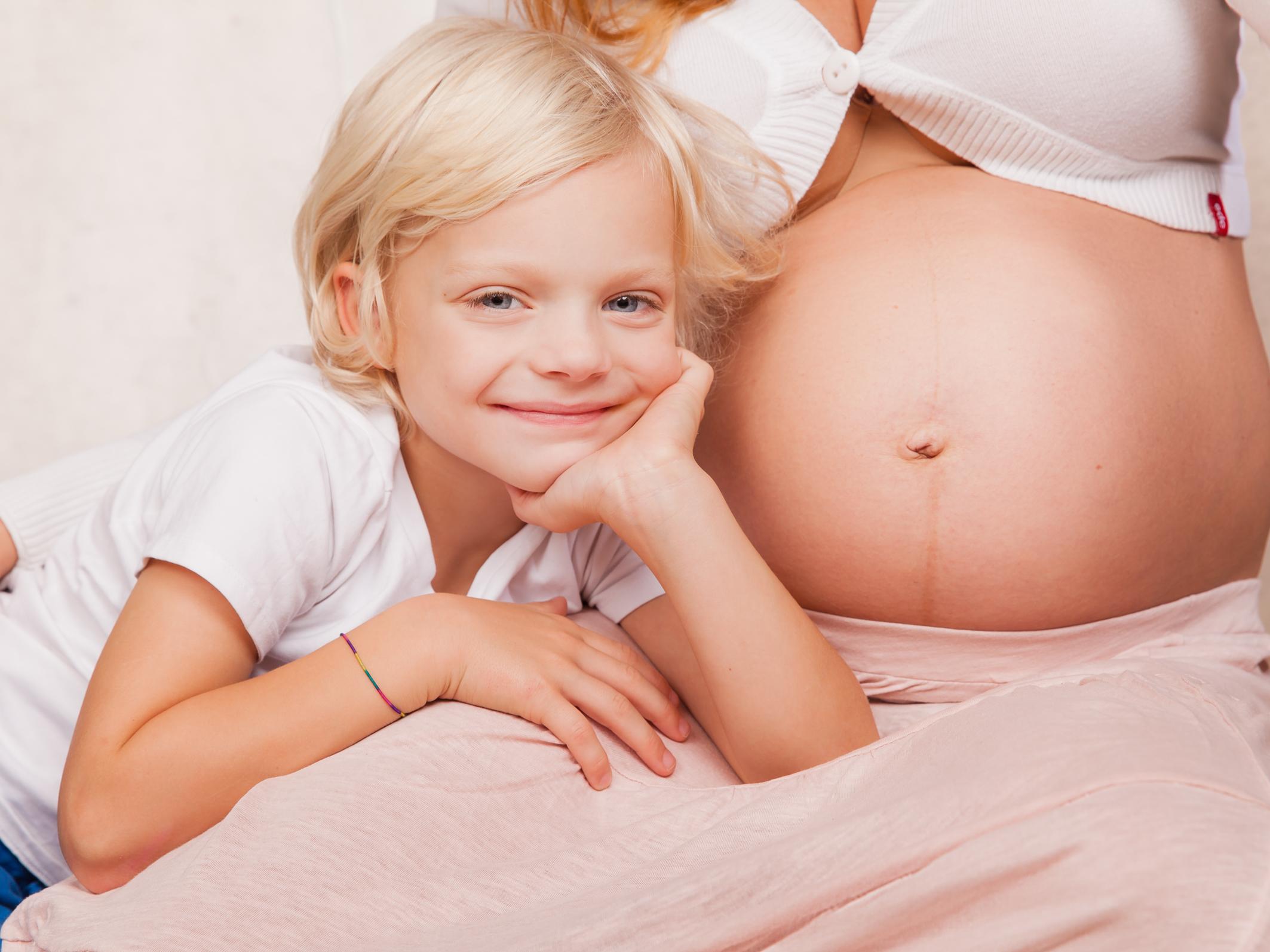 Babybauch Schwangerschaft Fotos Kinder Familien Fotoshooting Neugeborenen Fotostudio Berlin