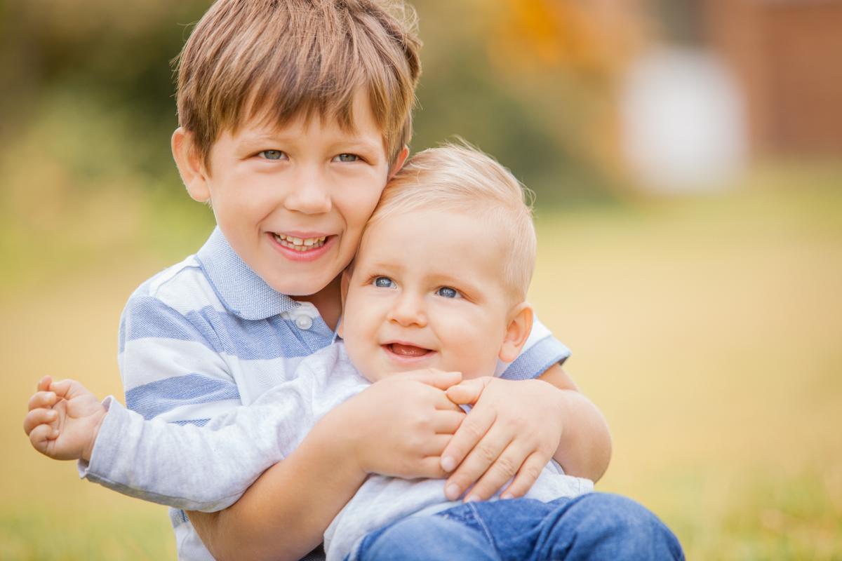 Kinderfotoshooting Geschwister Familie Draußen Fotostudio Berlin