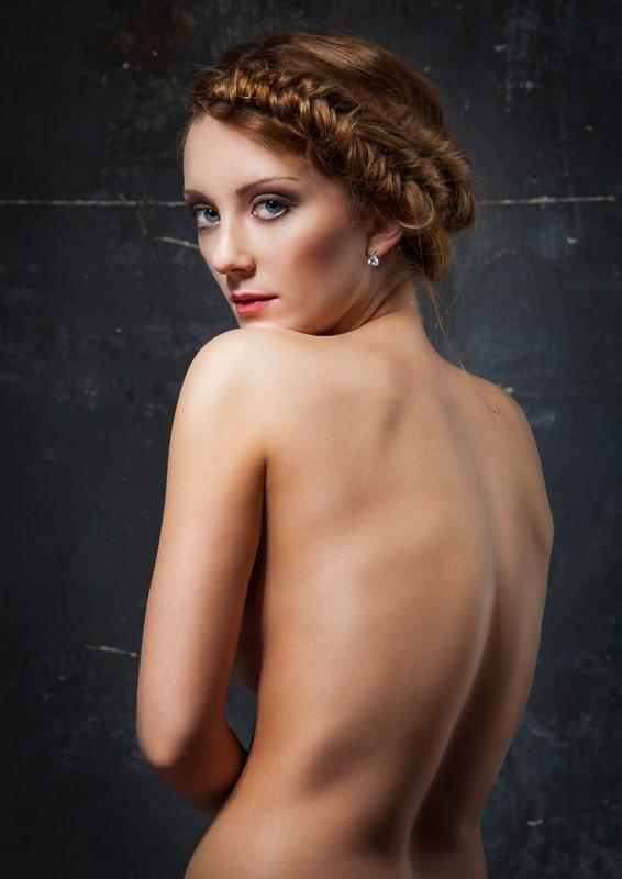 Sedcard Fashion Portrait Teilakt Akt Fotoshooting Fotostudio Berlin